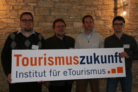 Foto bei Kooperationsabschluss - Florian Bauhuber, Hans Hopfinger, Jens Oellrich, Daniel Amersdorffer