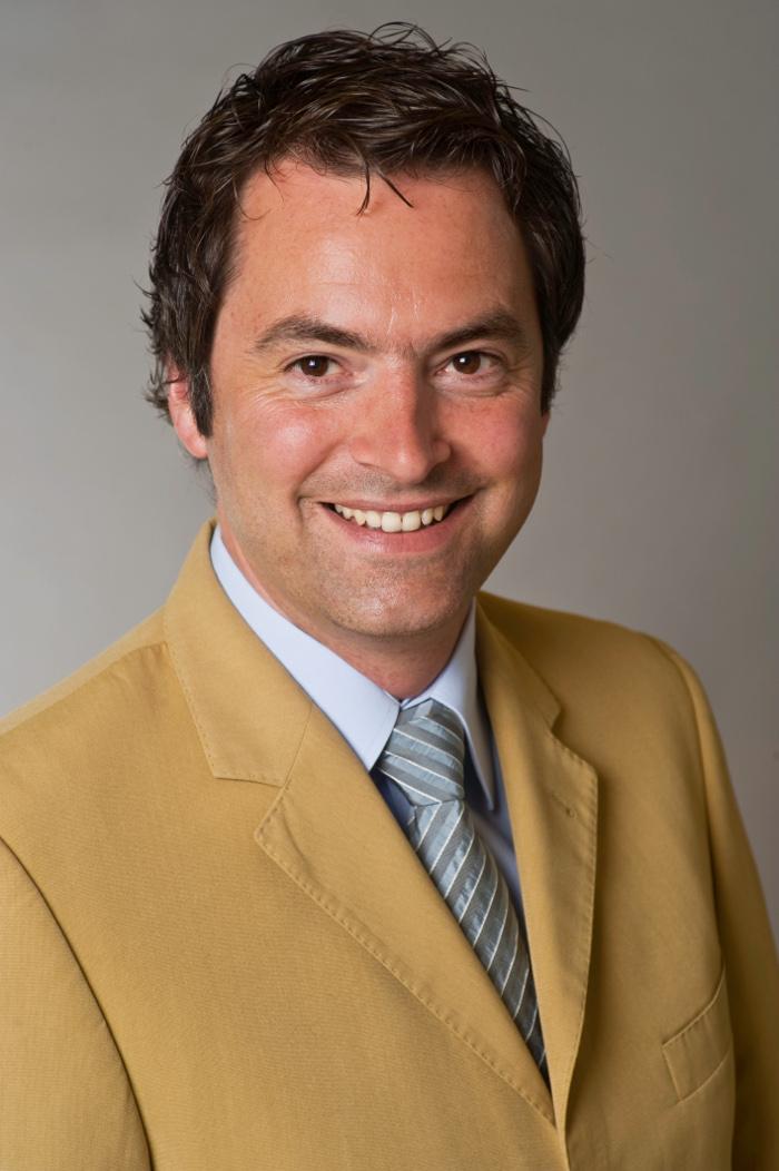 Dr. Achim Schloemer1 Social Media Symposium   Ein Interview mit Dr. Achim Schloemer, Geschäftsführer der Rheinland Pfalz Tourismus GmbH
