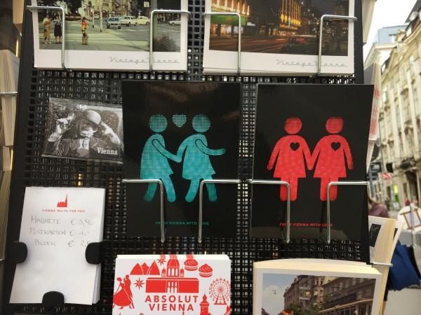 Wien ist anders: Die schwulen Ampelmännchen und lesbischen Ampelfrauen werden zum Exportschlager. Foto: Günter Exel