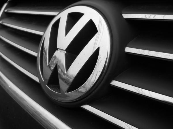 VW Logo auf Kühlergrill