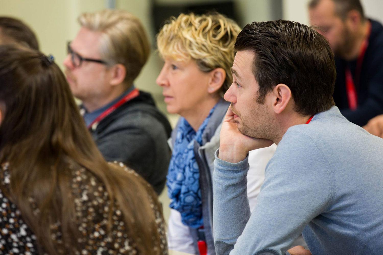 Gespannte Zuhörer beim Tourismuscamp